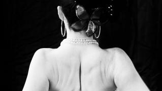 補正下着で背中の贅肉を抑える