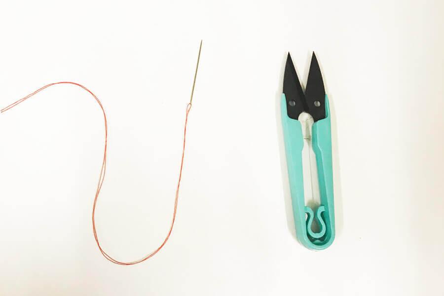 糸切りばさみと糸