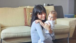ズキズキ?チクチク?授乳期の胸の痛みの原因と対処方法について