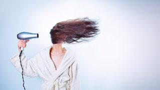 産後の抜け毛の原因は何?産後の抜け毛のメカニズムと簡単にできる抜け毛対策