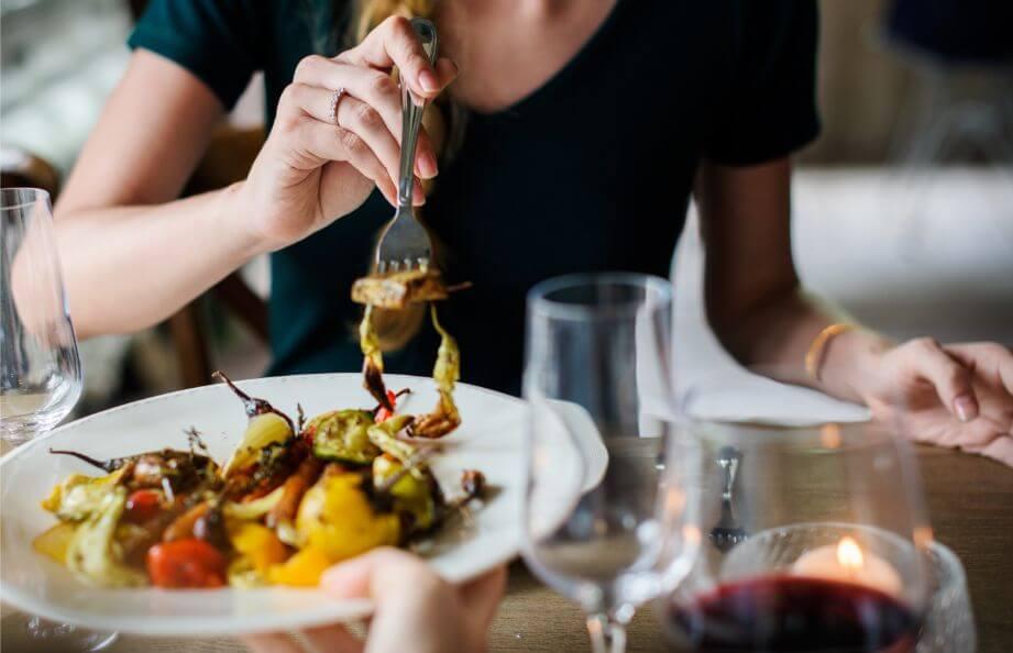 どんな食べ物を食べるのが効果的?ハリのあるバストを作るには